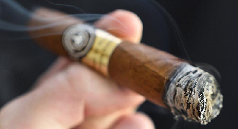 Xì gà vẫn được xếp chung với các loại thuốc cuốn khác