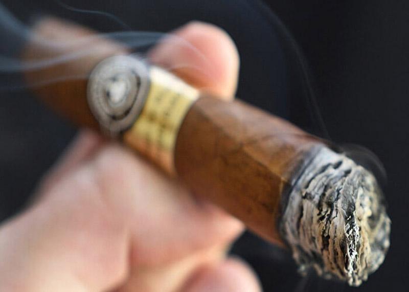 Tại sao xì gà cao cấp lại đắt tiền như vậy?